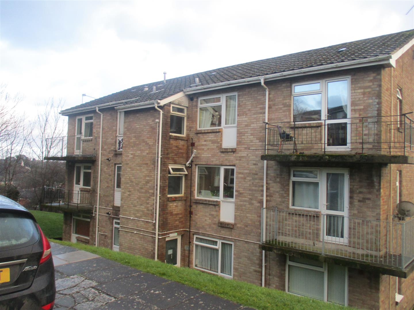 2 Bedrooms Flat for sale in Greenland Crescent, Cardiff